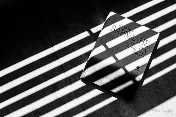 Σελιδοδείκτης: Άπαντα τά ποιητικά 1904 - 1975 του Κώστα Βάρναλη - Φωτογραφίες: Διάνα Σεϊτανίδου