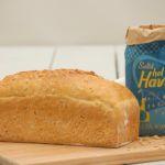2 bröd Ett saftigt och gott surdegsbröd med mild havresmak som håller dig mätt länge. För att starta surdegen behöver du en surdegsstart. Recept på det hittar du här. Surdegsstart.