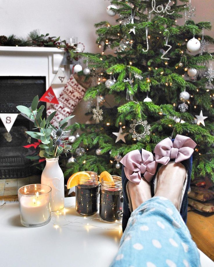 This evening I shall mostly be found wearing slippers and sipping on mulled wine - happy Christmas Eve lovelies! Time for some well earned relaxation festive movies and a little indulgence... . . . #mulledwine #makeitfestive #homeinspo #festivefavourites #myxmasvibe #notallbahhumbug #homesweethome #12daysoffaffing #asimplechristmas #aquietwinter #simpleandstill #christmasfaffing #cherishandrelish_december #christmasmood #ourmagicalchristmasmoments #discoverunder5k #myhappyviews…
