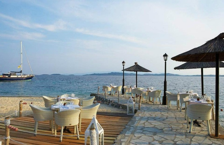 Armyra Restaurant: Enjoy the beautiful sky and sea breeze of Halkidiki as you taste the uniqueness of the Armyra dishes...