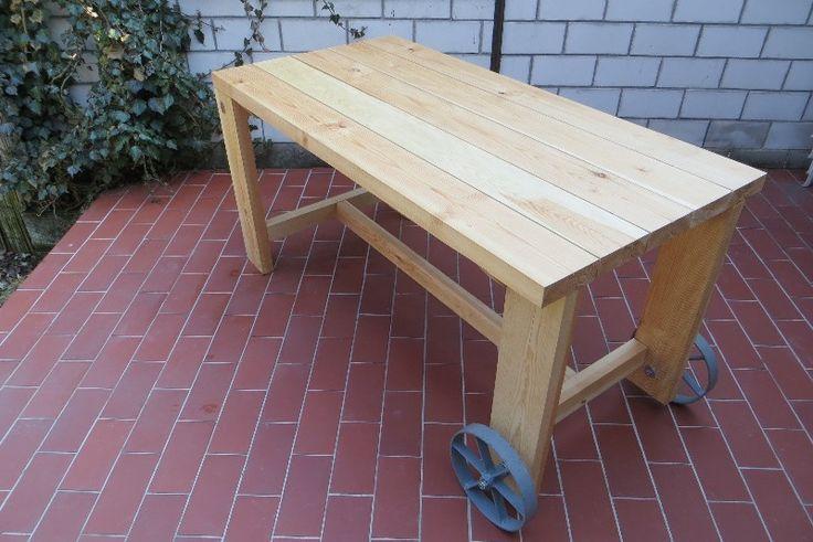 Zahradní stůl s kolečky