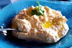 Φτιάξτε την τέλεια και πιο εύκολη τυροκαυτερή με φέτα και γιαούρτι! Το τέλειο άλειμμα για ψωμάκι και τηγανητές πατάτες στο οικογενειακό τραπέζι.