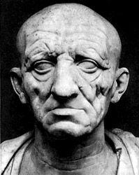 Ritratto di un patrizio romano, prima metà I d.C., marmo, Roma. Difetti fisici e oltraggi della vecchiaia sono riprodotti senza indulgenza, i tratti del volto sono duri e austeri.