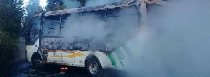 Encapuchados quemaron bus en Ercilla y dejaron carta contra visita papal - Cooperativa.cl