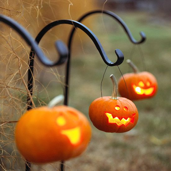 Light up your walkway with petite jack-o'-lanterns this Halloween! More Halloween decorations: http://www.bhg.com/halloween/outdoor-decorations/halloween-outdoor-makeover/?socsrc=bhgpin092913hangingpumpkins&page=25