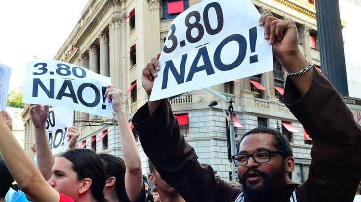Movimento Passe Livre protesta contra o aumento de tarifas do transporte, dia 08/01/2016