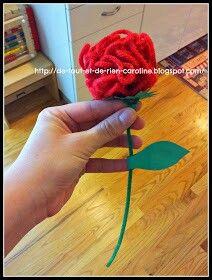 Fleur de laine avec colle blanche, cure-pipe et carton pour la feuille