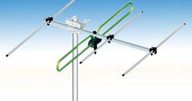 Cómo medir la fuerza de la señal de una antena de televisión. Hay varias razones para medir la fuerza de la señal de tu antena de televisión. Para principiantes, puede ayudarte a diagnosticar problemas con la recepción de tu televisor. También puede ayudarte a encontrar la posición óptima para tu antena. Mientras que medir la fuerza de la señal de una antena de televisión no es necesariamente conveniente, ...