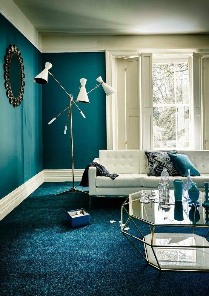 Wandfarbe Petrol Stilvoller Wohnbereich Wunderschöner Teppichboden Weiße  Möbel