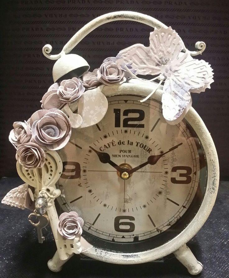 Vintage clock  #imieicorsi #lemieopere #imieicorsiadimperia #decoupage #arte #mercatini #artigianarte #imperia