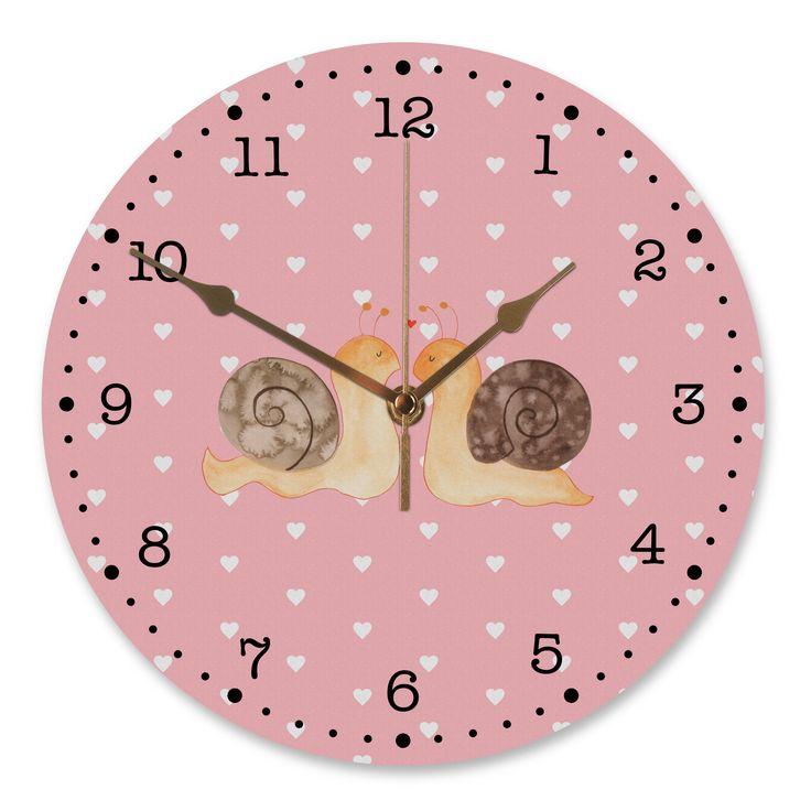 30 cm Wanduhr Schnecken Liebe aus MDF  Weiß - Das Original von Mr. & Mrs. Panda.  Diese wunderschöne Uhr von  Mr. & Mrs. Panda wird liebeveoll in unserem Hause bedruckt und an sie versendet. Sie ist das perfekte Geschenk für kleine und große Kinder, Weltenbummler und Naturliebhaber. Sie hat eine Grösse von 30 cm und ein absolut LAUTLOSES Uhrwerk.    Über unser Motiv Schnecken Liebe  Liebe, Verliebt, Verlobt, Verheiratet, Partner, Freund, Freundin, Geschenk Freundin, Geschenk Freund…