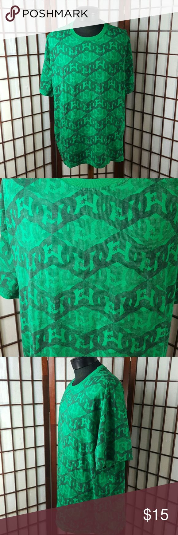 "GREEN DC Men's T Shirt Size XXL Pre-owned gently worn  DC Size XXL T-shirt style  Green color DC brand symbol pattern Made of cotton  Measurements approximate  Pit to pit 27.5"" Shoulder to hem 29.5"" DC Shirts Tees - Short Sleeve"