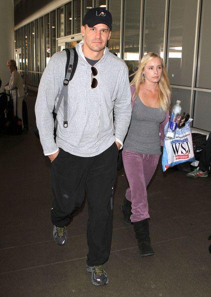 David Boreanaz Photos - David Boreanaz And Jaime Bergman Arriving On A Flight At LAX - Zimbio