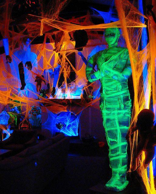 De spinnenwebben met neonverf