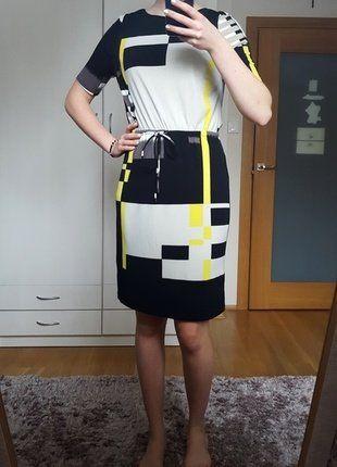 Sukienka do kolan z krótkim rękawem