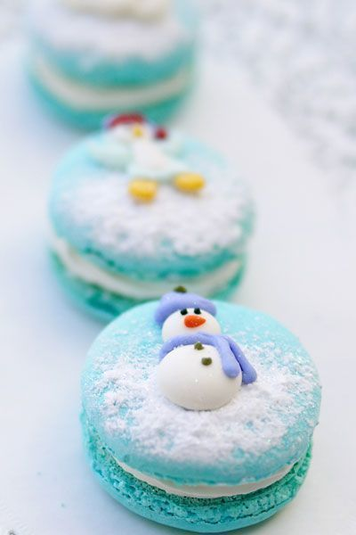 Snowman Macarons with blue icing and a final dusting of powdered sugar (for the snow effect) ...