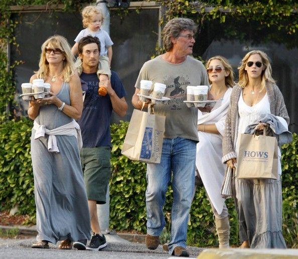 Goldie Hawn & Kurt Russell with their children and grandchildren.