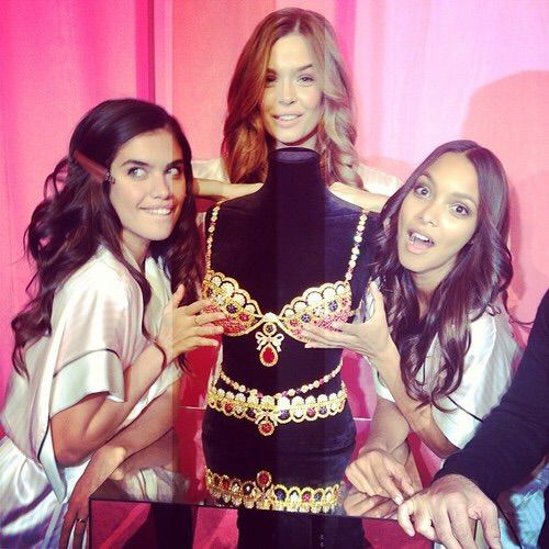 Image via We Heart It #beautiful #fashion #girl #josephineskriver #model #victoriassecret #friends