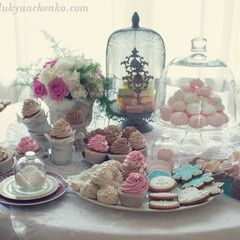 Свадьба во Французском стиле - Свадебный букет, оформление свадьбы цветами, свадебное украшение зала, свадебные платья с цветами, украшение свадебных машин, свадебные аксессуары