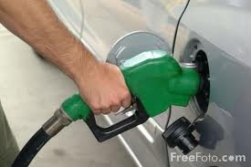 Did You Know: filling up your car ALL THE WAY, instead of putting in $10 or $20 at a time, will actually save you money on gas. This site has other simple methods to save $$ on gas.Coupon Wannabe, Simple Method, Handy Stuff, Duh Moments, Extreme Coupon, I D Notice