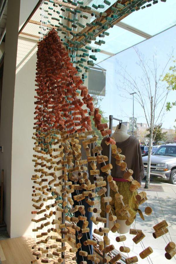 kleider shop sichtschutz basteln mit korken aufteiler