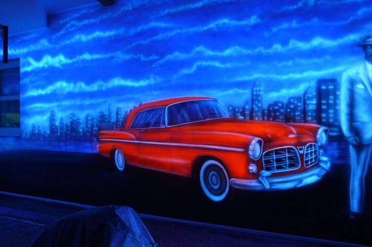 Mural in a bowling alley, artystyczne malowanie ściany w kręgielni farbami UV, black light mural. Aranżacja ścian w kręgielni.