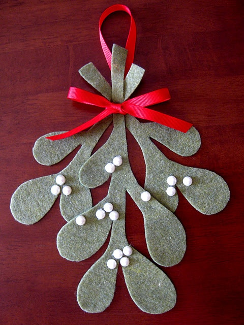 "felt mistletoe - great on a pillow or could have kids give as gifts to grandparents ""I love your kisses"""