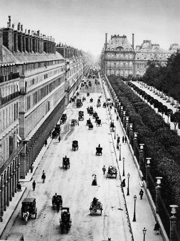 PARIS - La rue de Rivoli vers 1855. Ca nous laisse rêveur. • d'Adolphe Braun (1812-1877).