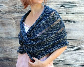 Spedizione immediata: le donne di scialle - scialle blu - primavera Claddagh Wrap - scialle di lana maglia scialle - scialle di Merino - mano - scialle - scialle da sposa