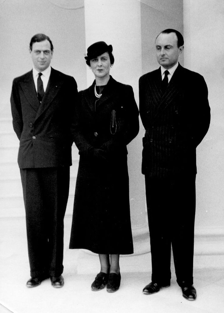 Prince Paul of Yugoslavia with the Duke and Duchess of Kent .