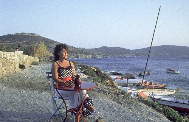 Shirley Valentine. 1989  Main filming location: the resort of Agios Ioannis on Mykonos.: Paulin Collins, Favorite Movies2, Favourit Film, Favourit Movie, New Life, Valentines Paulin, Shirley Valentines, Delight Movie, Favorite Film