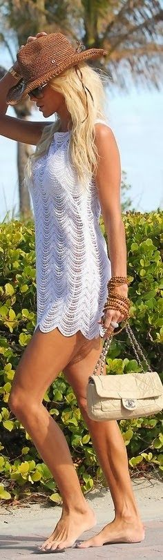 Sleeveless white lace dress with channel bag