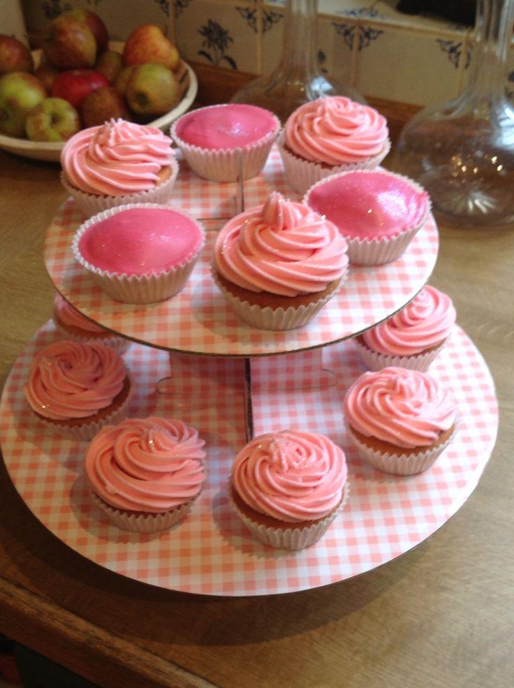 Vanilla cupcakes with vanilla buttercream and glitter! - Mary Berry cupcake recipe (Mary Berry Baking Bible recipe)