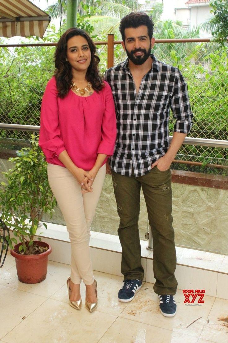 Mumbai: Swara Bhaskar and Jay Bhanushali during a programme - Social News XYZ