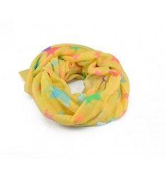 Flot tørklæde fra firmaet Lemon Drop i sennepgul farve med stjerner på