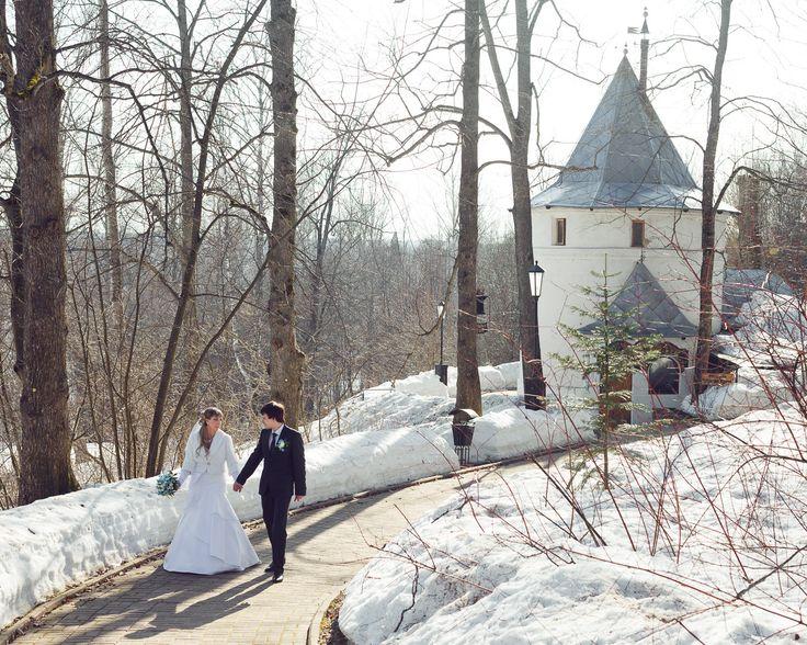 Что такое свадебная прогулка в апреле? Это яркое солнце прозрачный лес последний снег и первая робкая зелень...