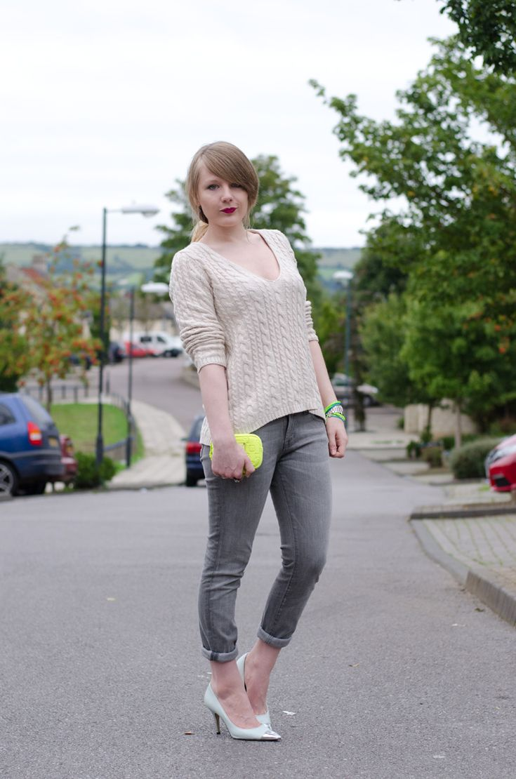 http://raindropsofsapphire.com/2013/10/04/grey-skinny-jeans-for-a-grey-day/