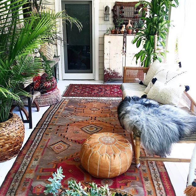 Rug swap and a little cleaning .. she's all ready for @ericareitman !!! Let the shenanigans begin!!!! ❤️❤️❤️ . . . #outdoorstyle #outdoorliving #porchdecor #bohostyle #bohochic #howiboho #interior4all #bright #white #colorful #plantsofinstagram #freepeople #jungalowstyle #sodomino #summer #summerliving #makeityourown #mycurrentview #myhousebeautiful #apartmenttherapy