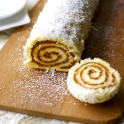 Dulce de Leche Roll. A beloved South American recipe. (in Spanish and English)