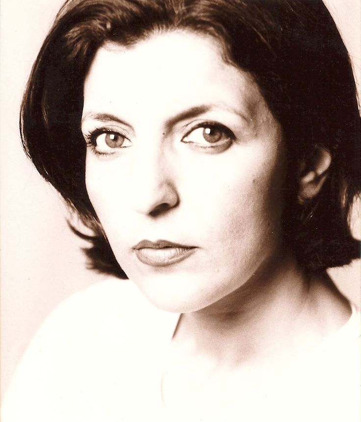 Carmen Luongo | Attrice | Sito Web Ufficiale