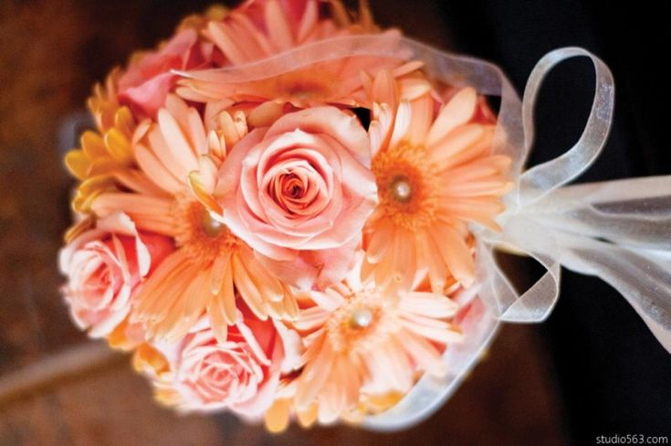 Peach color palettes perfectly suit both a #modern or #traditional wedding  flowers by ZuZu's Petals in Austin, Texas  #peach #wedding #Texaswedding #countrywedding #bouquet #bridal #floral #Austin #weddingideas #color #palette #flowers