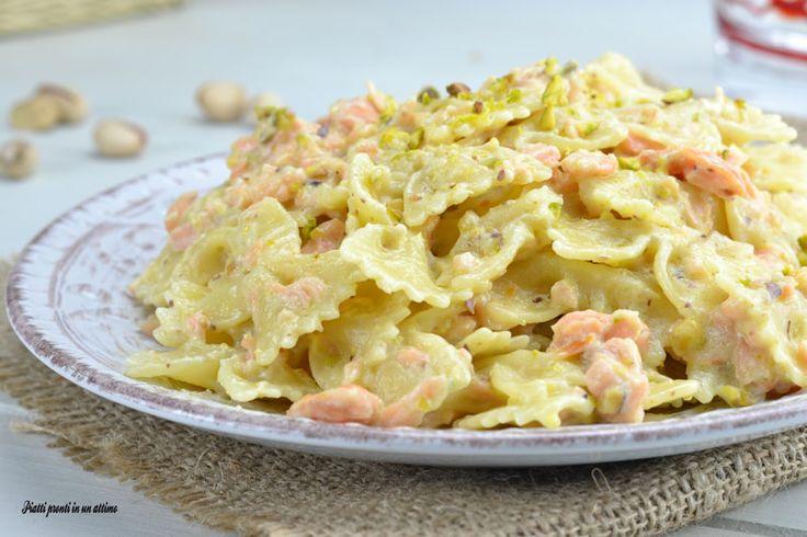 Farfalle+al+salmone+e+pistacchi
