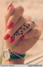 Znalezione obrazy dla zapytania tatuaż na palcu smile