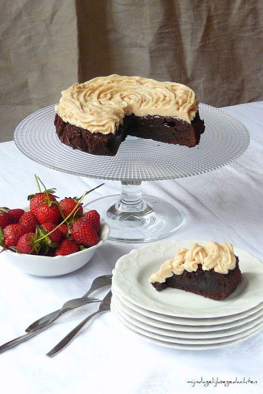 mijn dagelijkse gedachten: Strawberry&Cream Fudge Brownie Cake // Сливочно-Клубничный Торт Брауни