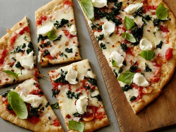 Healthy Spinach and Ricotta Pizza #Veggies #Grains #MyPlateFood Network, Healthy Pizza Recipe, Spinach Ricotta, Pizza Pi, Pizza Recipes, Ricotta Pizza, Homemade Pizza, Food Recipe, Healthy Spinach