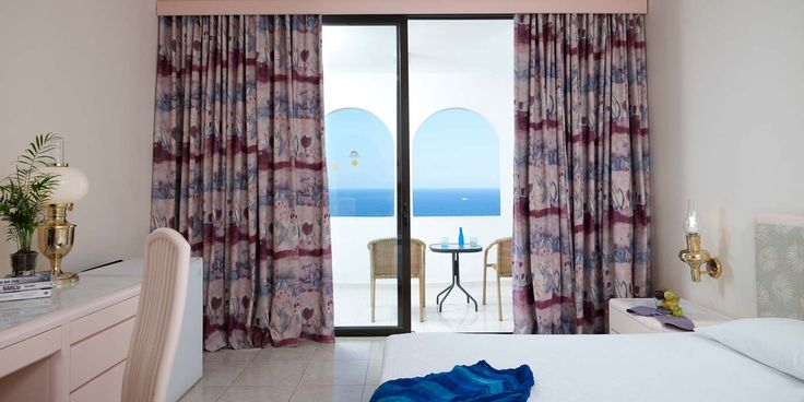 The standard double rooms (32 sq.m.) of Esperos Village, with a terrace or balcony, contain all the modern conveniences and are a great place for viewing the sea.