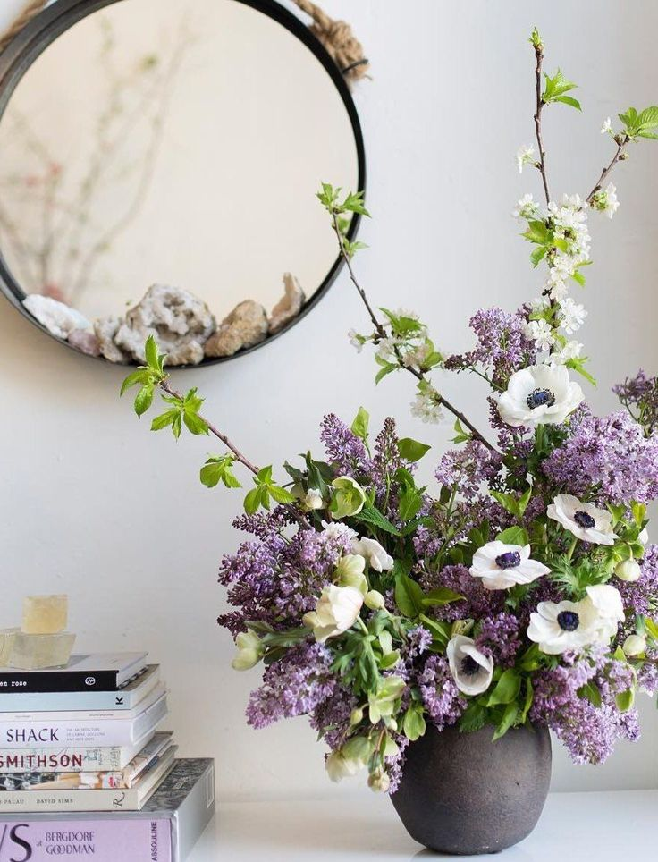 Is it just us, or does everyone secretly want to live in a house constantly overflowing with stunning floral arrangements? We tapped Maurice Harris from Bloom & Plume for a simple yet impactful arrangement tutorial...
