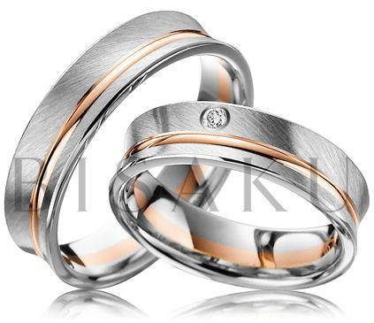 """A44 Nudí vás oblé tvary snubních prstenů? Představovali jste si prstýnky s jistou mírou extravagance, které si ale zachovají elegantní vzezření? Pak vám tyto prsteny jistě """"padnou do oka"""". Netradiční prohnutí ve vnitřní části upoutá na první pohled. Do dámského prstenu je vsazen jeden briliant. #bisaku #wedding #rings #engagement #brilliant #svatba #snubni #prsteny"""