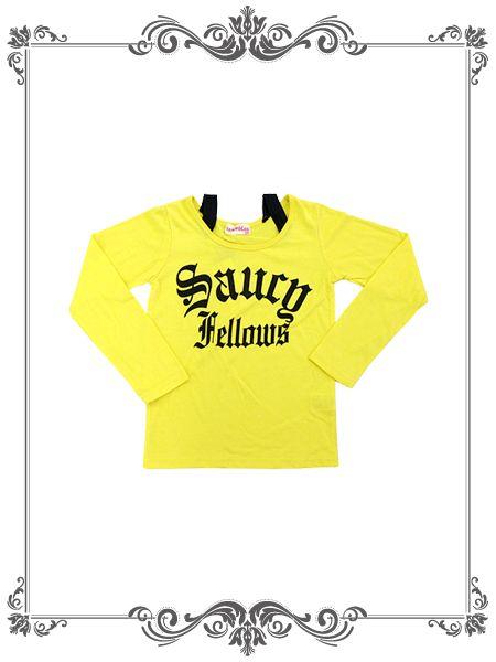 元気な黄色の可愛いTシャツです。  肩が少しでるデザインがかっこいいですね。