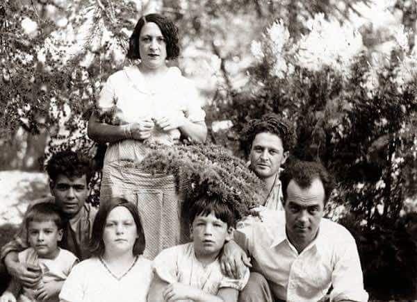 Nazım Hikmet ve ailesi ( Mithatpaşa Köşkü ) #nostalji #birzamanlar #istanlook
